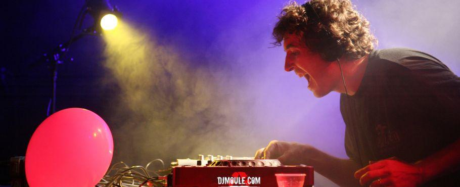 dj-moule-live01.jpg